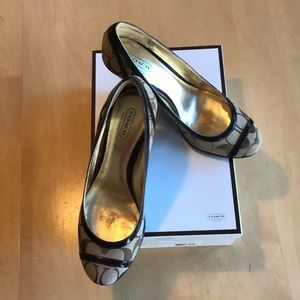 Women's shoes gently used